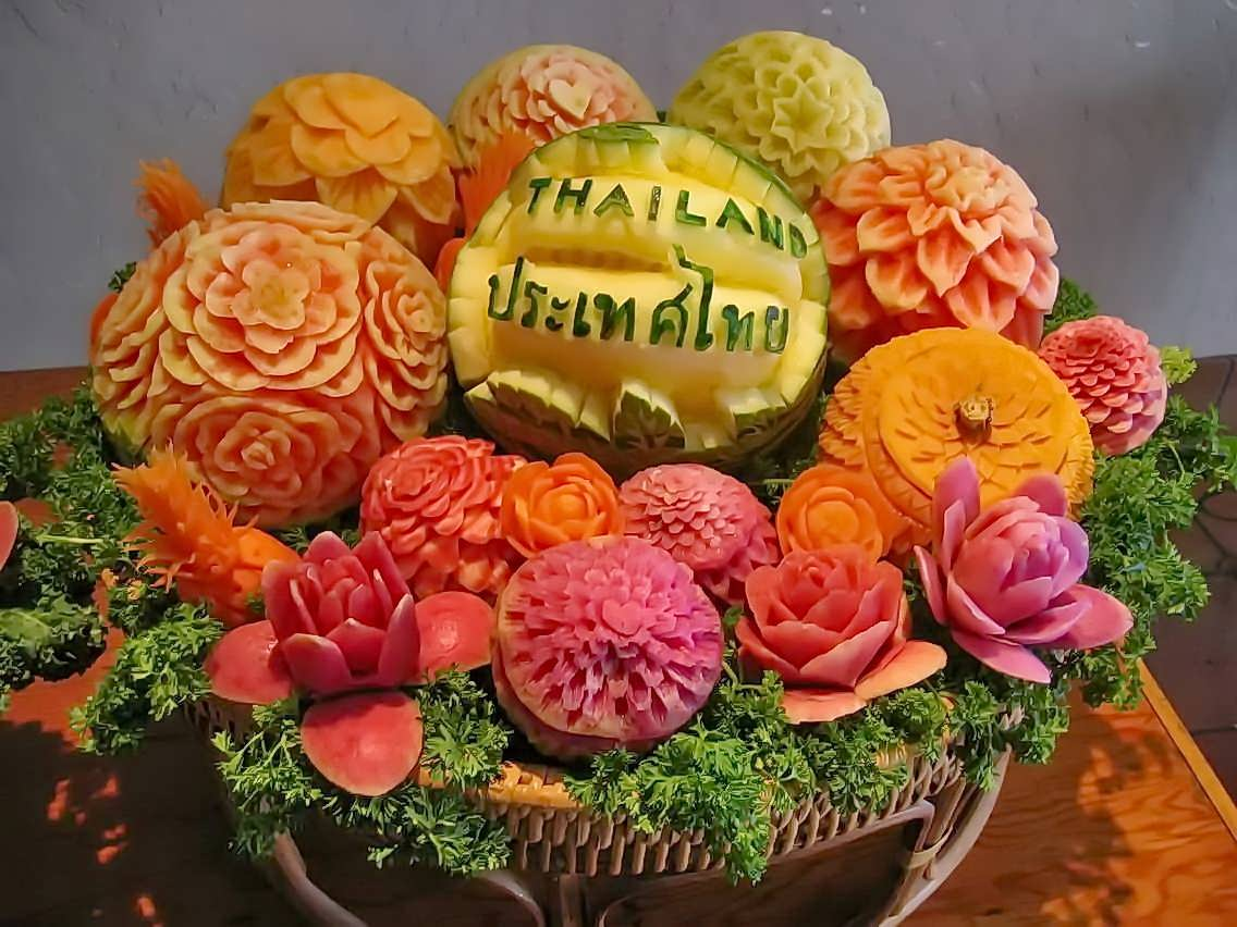 incredible_fruits_carving_different_melon_&_fruits_Thailand